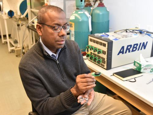 Mohammad Islam works with sodium ion batteries in a physics lab
