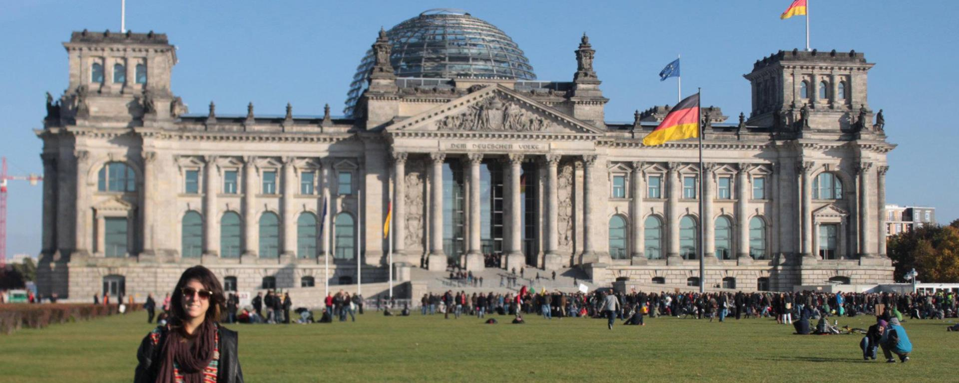 Study abroad student at the Reichstag
