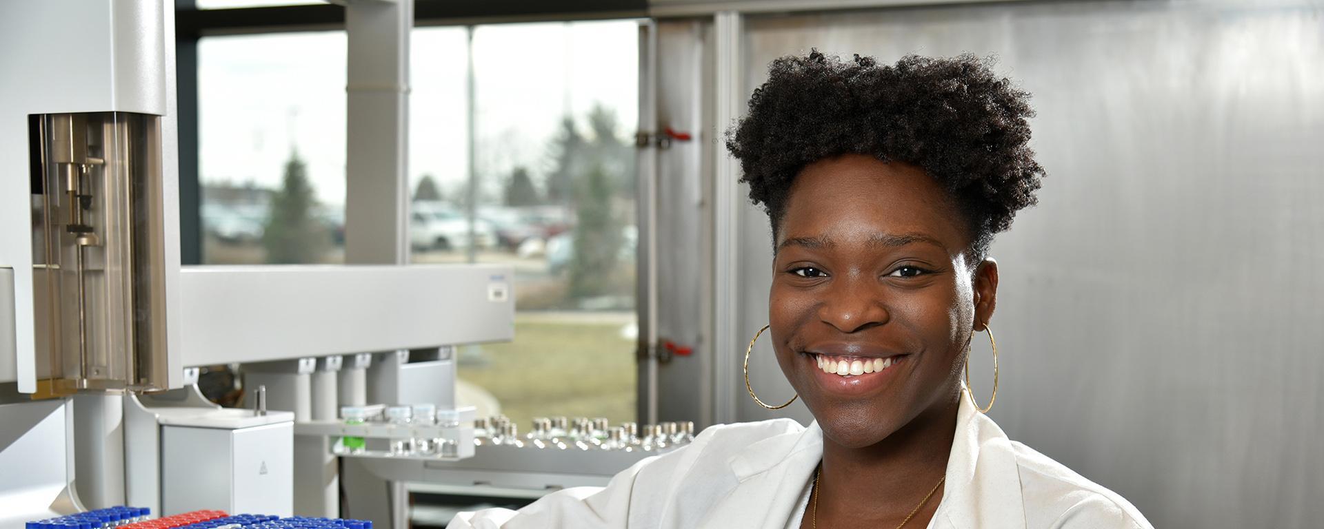 Jennifer Ofodile working in a biochemistry lab